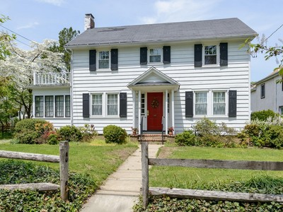 Einfamilienhaus for sales at Colonial 11 Fairview Ave Great Neck, New York 11023 Vereinigte Staaten