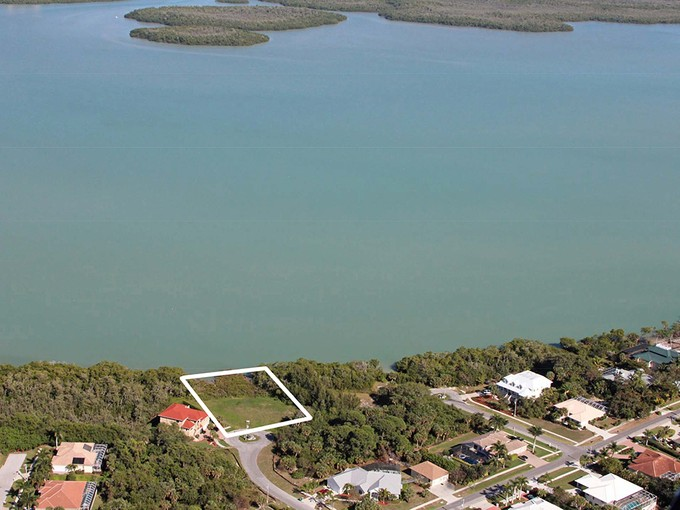 Nhà ở một gia đình for sales at MARCO ISLAND - APRIL COURT 1825  April Ct Marco Island, Florida 34145 Hoa Kỳ