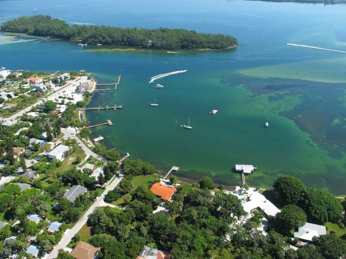Terrain for sales at LONGBOAT KEY Cedar St 2  Longboat Key, Florida 34228 États-Unis