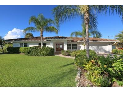 獨棟家庭住宅 for sales at SIESTA KEY 5348  Shadow Lawn Dr Sarasota, 佛羅里達州 34242 美國