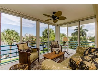 Condominio for sales at PARK SHORE - PARK SHORE LANDINGS 355  Park Shore Dr 131 Naples, Florida 34103 Stati Uniti