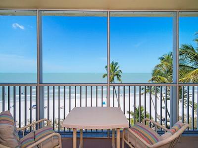 共管式独立产权公寓 for sales at THE MOORINGS - GULF TOWERS 1977  Gulf Shore Blvd  N 605 Naples, 佛罗里达州 34102 美国