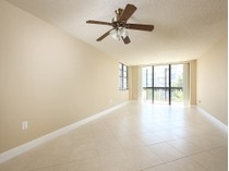 Кооперативная квартира for sales at MARCO ISLAND - SOUTH SEAS EAST 693  Seaview Ct A-407   Marco Island, Флорида 34145 Соединенные Штаты