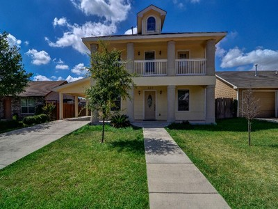 獨棟家庭住宅 for sales at Custom Home in Arroyo Vista 422 Pharis St San Antonio, 德克薩斯州 78237 美國