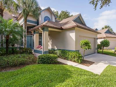 Casa Unifamiliar Adosada for sales at WYNDEMERE - WATER OAKS 104  Water Oaks Way Naples, Florida 34105 Estados Unidos
