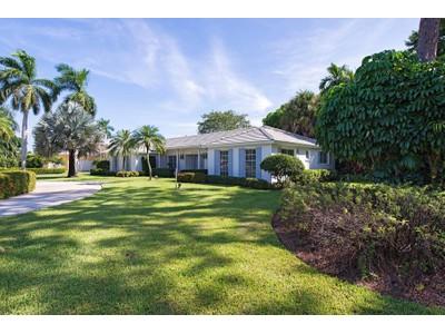 Maison unifamiliale for sales at THE MOORINGS 2900  Crayton Rd  Naples, Florida 34103 États-Unis
