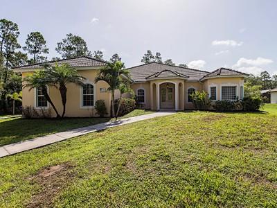 獨棟家庭住宅 for sales at LOGAN WOODS 270  Logan Blvd  S Naples, 佛羅里達州 34119 美國