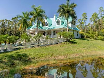 Maison unifamiliale for sales at FT MYERS 13830  Sophomore Ln Fort Myers, Florida 33912 États-Unis