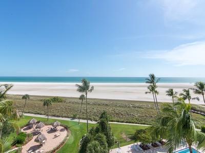Кооперативная квартира for sales at MARCO ISLAND - EMERALD BEACH 500  Saturn Ct 63 Marco Island, Флорида 34145 Соединенные Штаты
