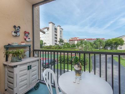 Condomínio for sales at MARCO ISLAND - TOWNSHOSUE SQUARE 1103 S Collier Blvd C101 Marco Island, Florida 34145 Estados Unidos