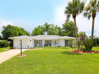 Single Family Home for sales at VENICE ISLAND 404  Baycrest Dr Venice, Florida 34285 United States