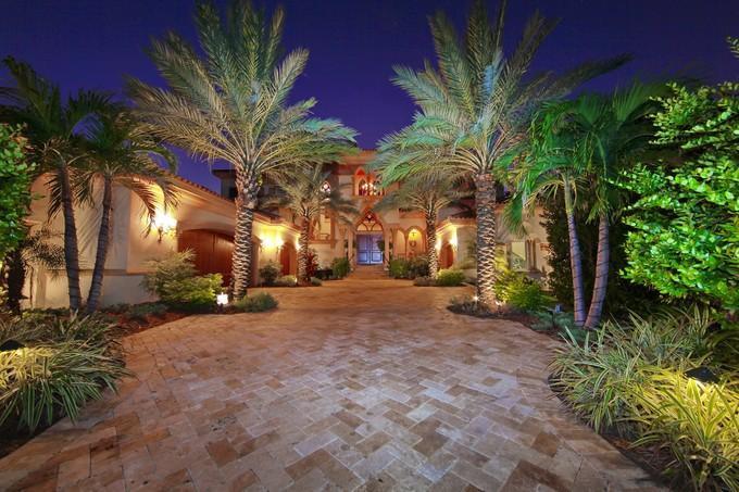 Einfamilienhaus for sales at SIESTA KEY 4011  Shell Rd   Sarasota, Florida 34242 Vereinigte Staaten