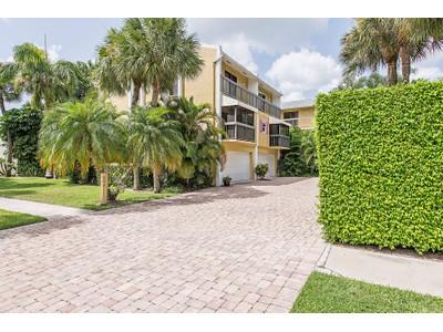 Villetta a schiera for sales at OLD NAPLES - NAPLES MARINA VILLAS 995  9th Ave  S 5 Naples, Florida 34102 Stati Uniti