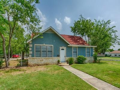 Casa Unifamiliar for sales at Beautifully Renovated Home in Jefferson Terrace 2601 W Mistletoe Ave  San Antonio, Texas 78228 Estados Unidos