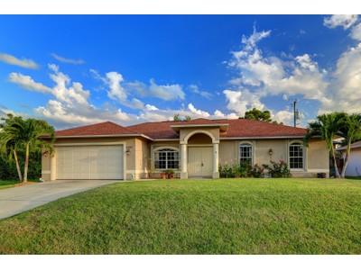 Casa para uma família for sales at NAPLES - NAPLES TWIN LAKES 1382 S Alhambra Cir Naples, Florida 34103 Estados Unidos