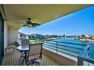 Kat Mülkiyeti for sales at GULFPORT 6250  Kipps Colony Ct  S 302 Gulfport, Florida 33707 Amerika Birleşik Devletleri