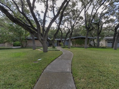 Villa for sales at Spectacular Mid-Century Home in Oak Glen Park 10114 Sunflower Ln  San Antonio, Texas 78213 Stati Uniti