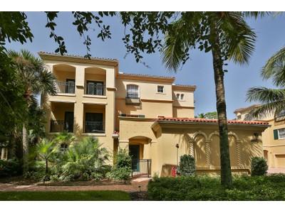 Nhà ở một gia đình for sales at PELICAN BAY - BAY VILLAS 546  Bay Villas Ln Naples, Florida 34108 Hoa Kỳ