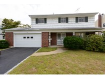Single Family Home for sales at Colonial 10 Allen Dr   Locust Valley, New York 11560 United States