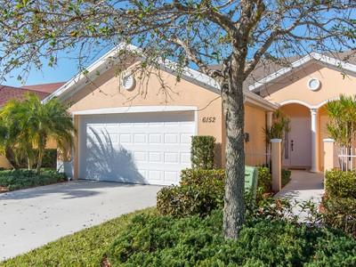 Maison de ville for sales at MANDALAY 6152  Mandalay Cir Naples, Florida 34112 États-Unis