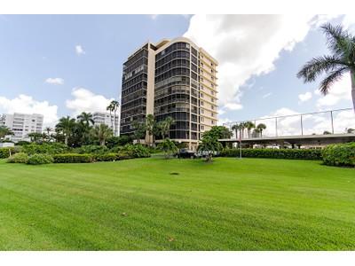 Condominio for sales at VANDERBILT BEACH YACHT & RAQUET CLUB 11030  Gulf Shore Dr 1104 Naples, Florida 34108 Estados Unidos