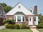 Einfamilienhaus for sales at Cape 159 Herman Blvd Franklin Square, New York 11010 Vereinigte Staaten