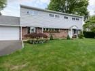 Maison unifamiliale for  sales at Colonial 2 Polo Ln Westbury, New York 11590 États-Unis