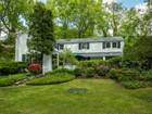 Maison unifamiliale for sales at Colonial 131 Lawrence Hill Rd Cold Spring Harbor, New York 11724 États-Unis