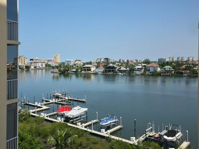 Copropriété for sales at VANDERBILT - REGATTA 410  Flagship Dr 601 Naples, Florida 34110 États-Unis