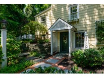 Einfamilienhaus for sales at Colonial 31 Rock Hollow  Rd   Manhasset, New York 11030 Vereinigte Staaten