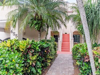 Eigentumswohnung for sales at BEACHWALK - BEACHWALK GARDENS 655  Windsurf Ln 102 Naples, Florida 34108 Vereinigte Staaten