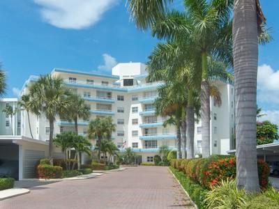 共管式独立产权公寓 for sales at MARCO ISLAND - SUNSET HOUSE 220  Seaview Ct 204 Marco Island, Florida 34145 United States