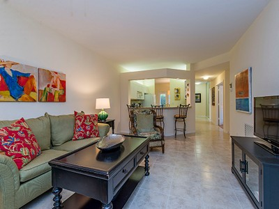 Condominio for sales at PELICAN BAY - BARRINGTON CLUB 7091  Barrington Cir 101 Naples, Florida 34108 Stati Uniti