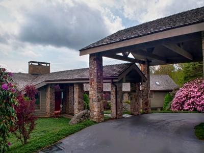 Casa para uma família for sales at LINVILLE RIDGE 200  Ridge Drive Linville, Carolina Do Norte 28646 Estados Unidos