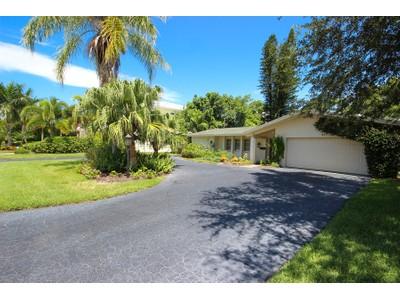 独户住宅 for sales at THE MOORINGS 617  Binnacle Dr Naples, 佛罗里达州 34104 美国