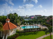 Appartement en copropriété for sales at MARCO ISLAND - COURTYARD TOWERS 1121  Swallow Ave  S 301   Marco Island, Florida 34145 États-Unis
