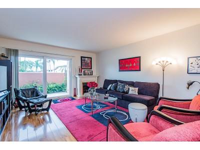 Appartement en copropriété for sales at GLADES - GLADES COUNTRY CLUB 175  Palm Dr A  Naples, Florida 34112 États-Unis