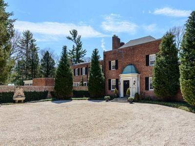 Einfamilienhaus for sales at Estate 1300 Ridge Rd Laurel Hollow, New York 11791 Vereinigte Staaten