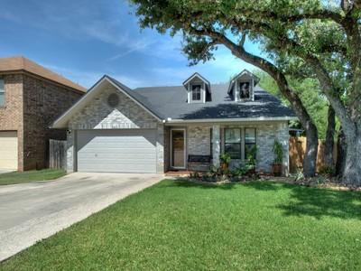 Casa Unifamiliar for sales at Versatile Spacious Home in Mills Run 7042 Valley Trails St  San Antonio, Texas 78250 Estados Unidos