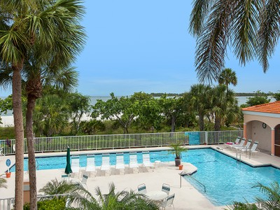 Condomínio for sales at HIDEAWAY BEACH - ROYAL MARCO POINT 2000  Royal Marco Way 17 Marco Island, Florida 34145 Estados Unidos