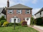 Casa Unifamiliar for  sales at Colonial 41 Berkley Rd  Mineola, Nueva York 11501 Estados Unidos