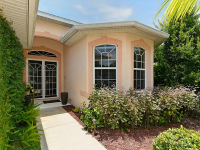 Maison unifamiliale for sales at WHISPERING OAKS 8210  46th Ct  E Sarasota, Florida 34243 États-Unis