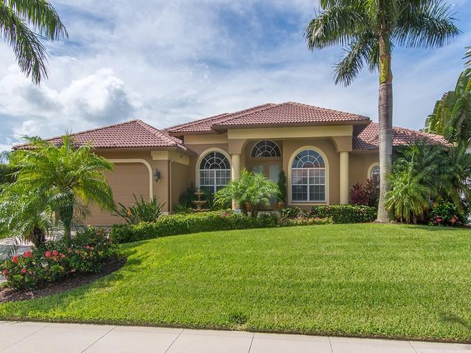 단독 가정 주택 for sales at MARCO ISLAND - GALLEON 1527  Galleon Ave Marco Island, Florida 34145 United States