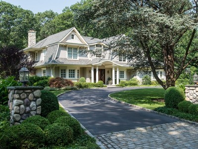 단독 가정 주택 for sales at Colonial 8 Old House Ln Sands Point, 뉴욕 11050 미국