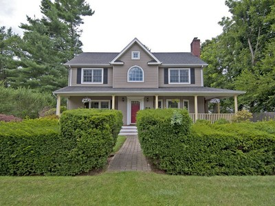 Single Family Home for sales at Colonial  Syosset, New York 11791 United States