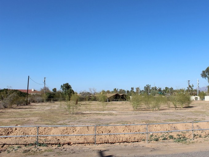 Terreno for sales at Fantastic 2 Acre Paradise Valley Homesite 8818 N Scottsdale Rd #0 Paradise Valley, Arizona 85253 Estados Unidos