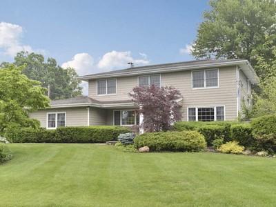 단독 가정 주택 for sales at Colonial 7 Durham Pl Lake Grove, 뉴욕 11755 미국