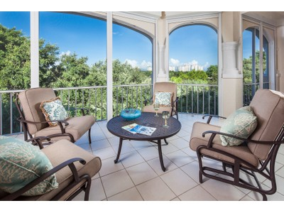 Condominio for sales at PELICAN BAY - CRESENT 8430  Abbington Cir C35 Naples, Florida 34108 Estados Unidos