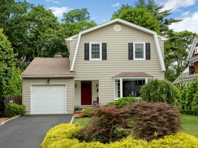 Single Family Home for sales at Colonial 11 Oxford St Northport, New York 11768 United States