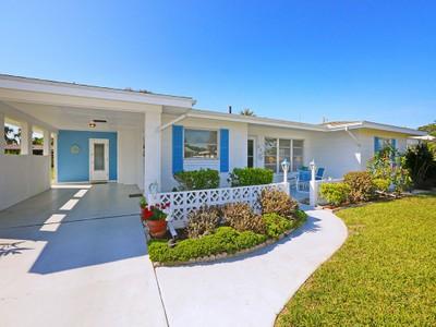 Nhà ở một gia đình for sales at VENICE GARDENS 520  La Gorce Dr  Venice, Florida 34293 Hoa Kỳ